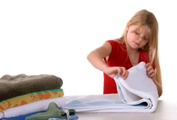 https://camnanggiaoduc.org/wp-content/uploads/2017/02/Girl_Folding_Towels_H.jpg