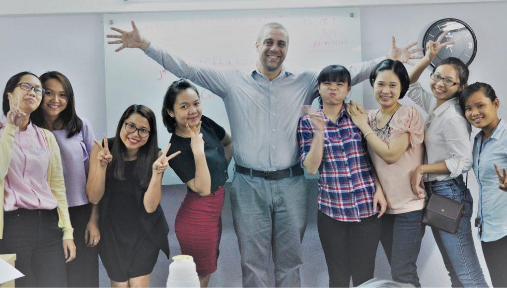 Các học viên cùng giảng viên tại IEL360