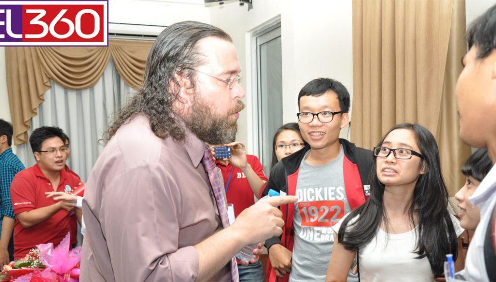Các học viên cùng giảng viên tại LINGOCONNECTOR
