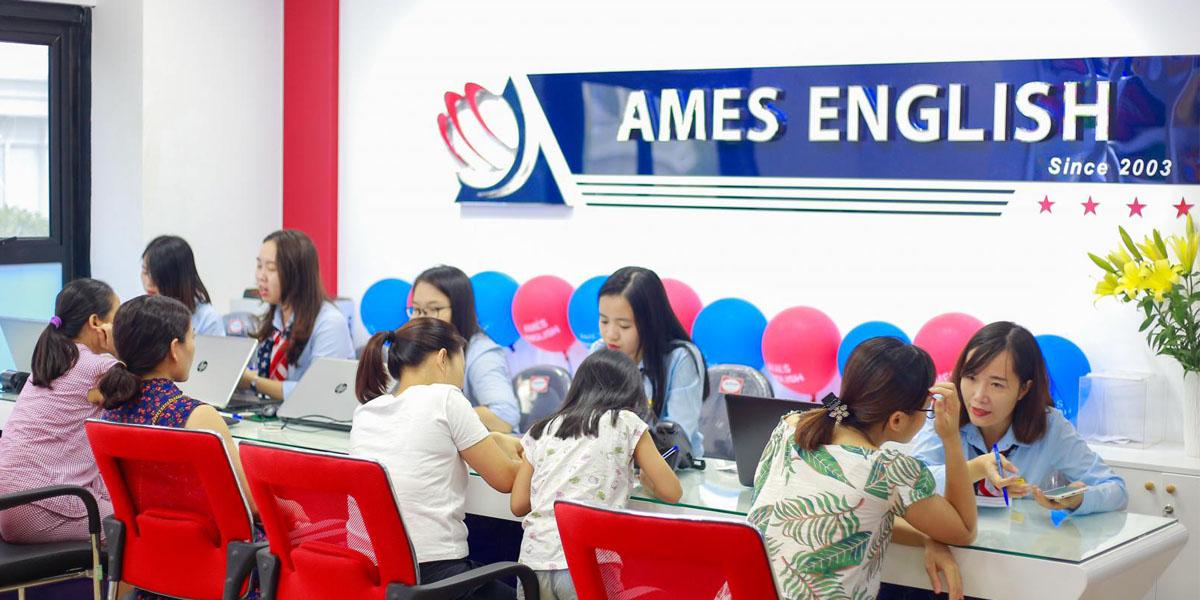 Phụ huynh tìm hiểu về những giờ học tại Ames English
