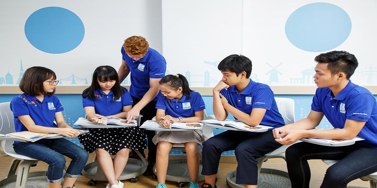Giờ học tại Apollo dưới sự hướng dẫn của giáo viên nước ngoài