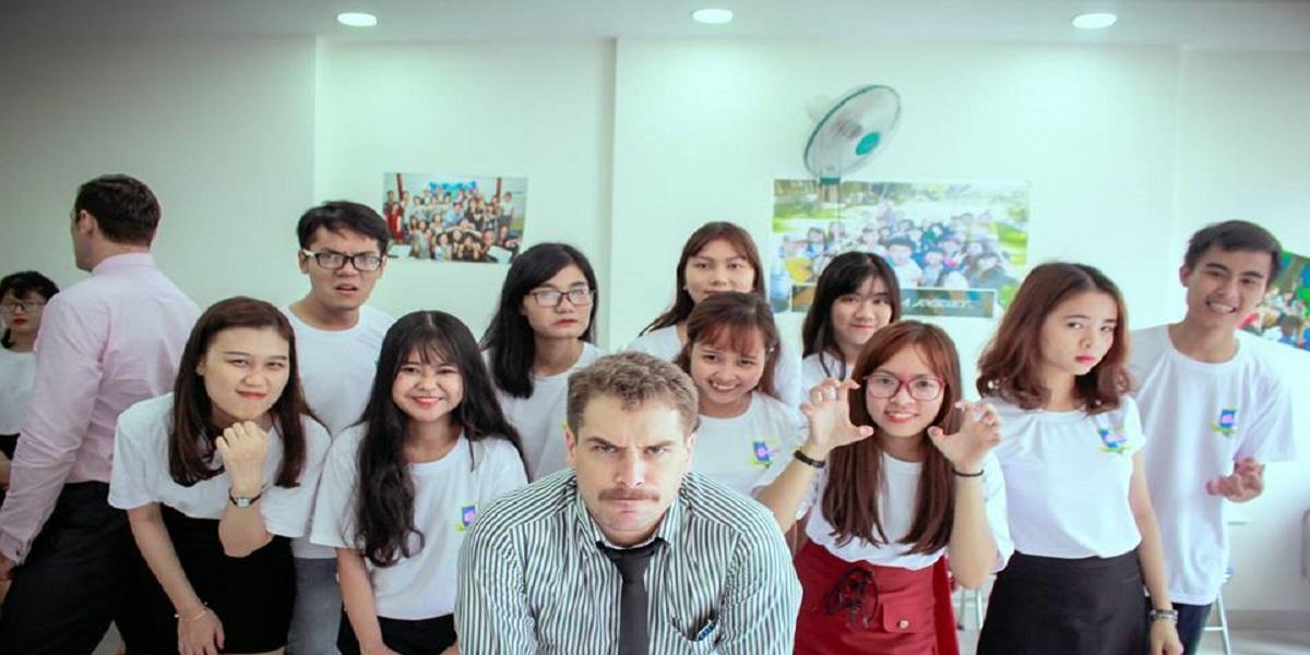 Lớp học tại câu lạc bộ Nha Trang English Club.