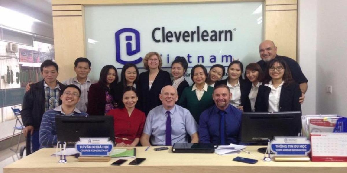 Đội ngũ nhân viên tại trung tâm Anh Ngữ Cleverlearn Vinh.