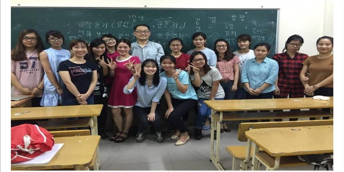 Lớp học tiếng Hàn cấp tốc tại VIET - EDU