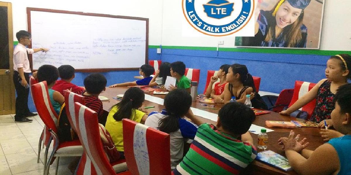 Buổi học tiếng Anh tại trung tâm Let's talk.