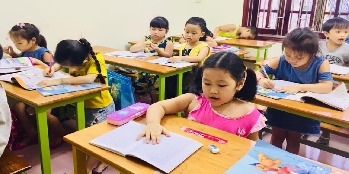 Buổi học tại trung tâm tiếng Anh Việt Mỹ.