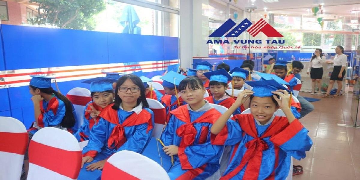 Học viên tại trung tâm tiếng Anh Ama.