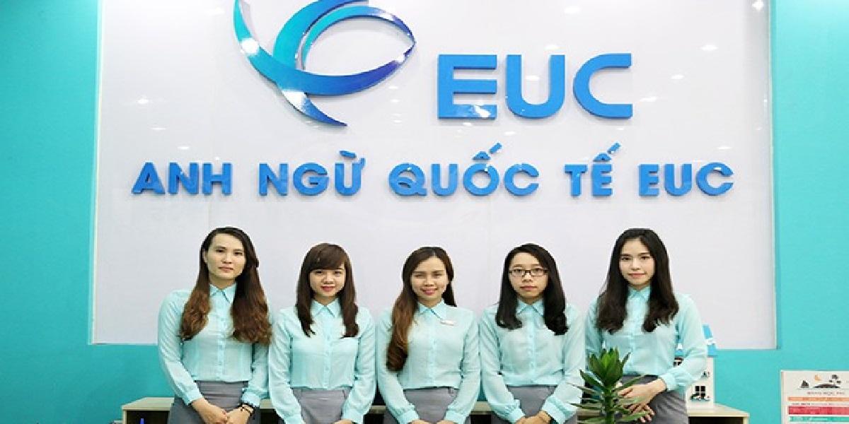Nhân viên tại trung tâm anh ngữ EUC