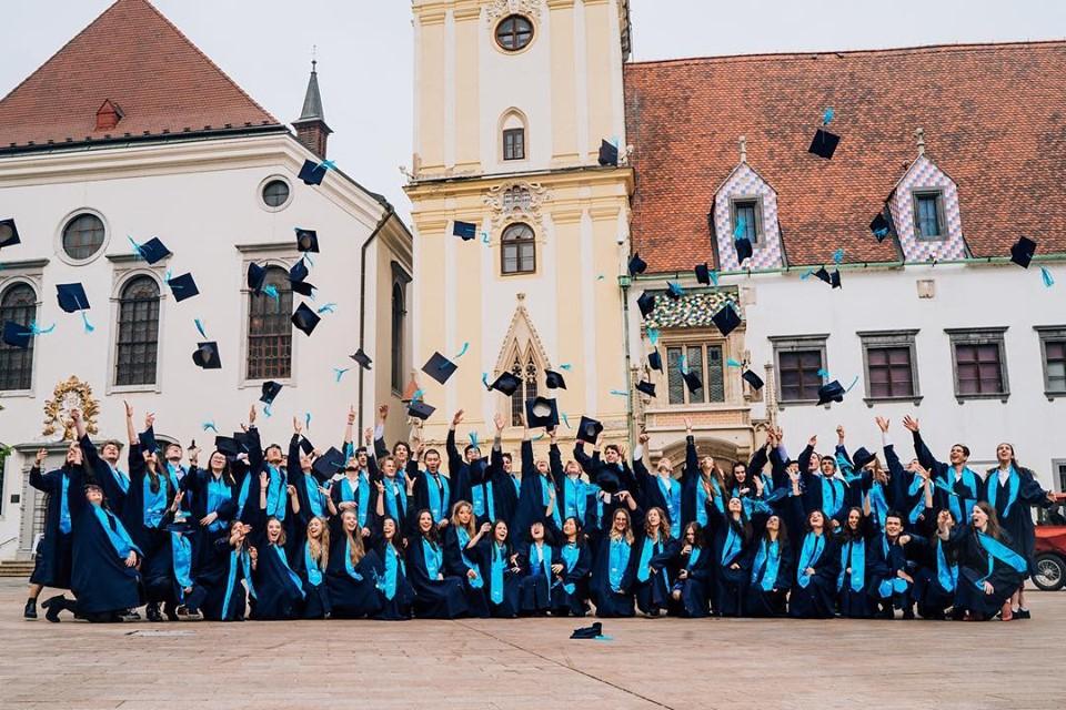 Lễ tốt nghiệp tại trường quốc tế Bis Hà Nội.