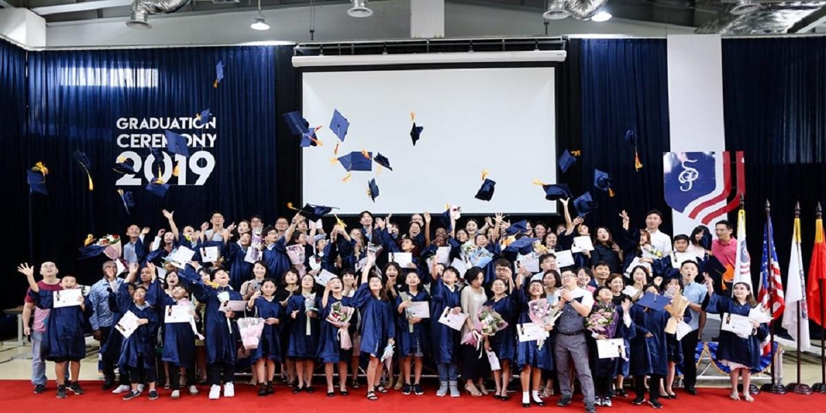 Lễ tốt nghiệp tại trường quốc tế Mỹ st.paul Hà Nội.