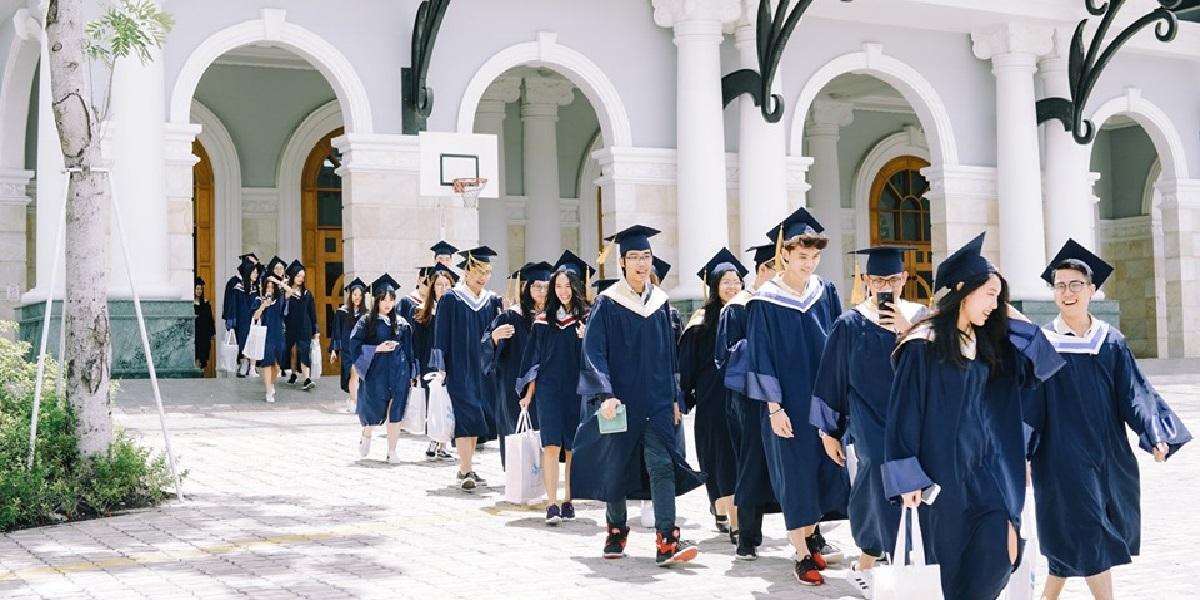 Hình ảnh tốt nghiệp tại trường quốc tế Mỹ.