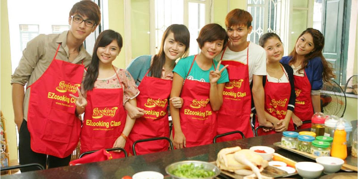 Buổi học nấu ăn tại trường EZ Cooking.