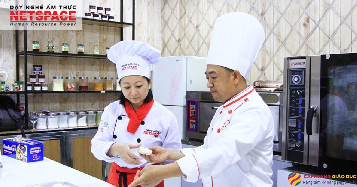 Học viên tại trường dạy nghề ẩm thực Netspace.