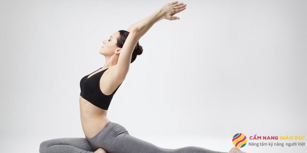 Bạn có thể dễ dàng thực hiện các động tác yoga qua khóa học online