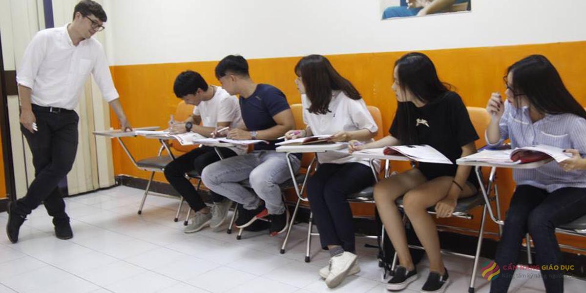 Khóa Anh văn giao tiếp đào tạo từ 4 kỹ năng cơ bản cho người mất gốc tại VASS Nha Trang