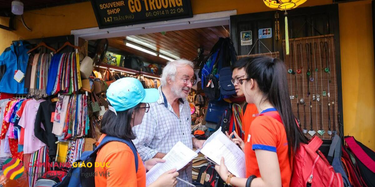 Trò chuyện, giao lưu với người nước ngoài tại Đà Nẵng, Hội An