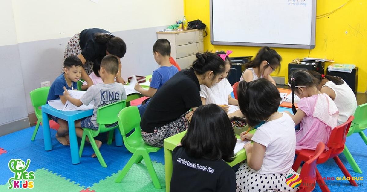 Học viên tại trung tâm tiếng Anh Yes Kids.