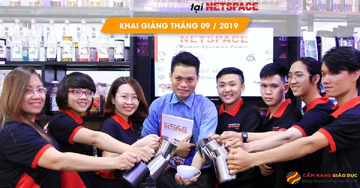 Học viên tại pha chế Netspace.