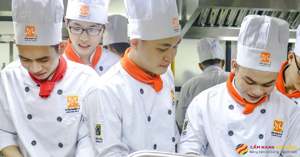 Buổi thực hành của học viên tại Hướng nghiệp Á Âu.