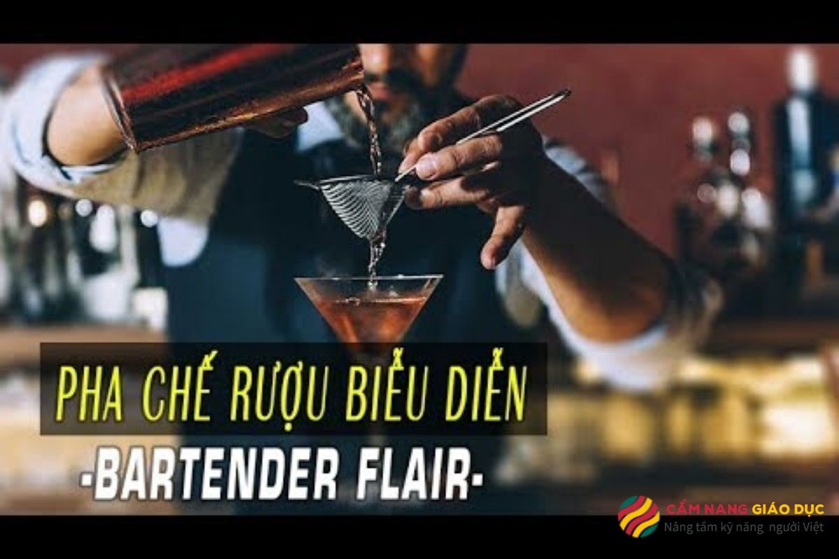 Khóa học pha chế online: Pha chế rượu biểu diễn - Bartender Flair.