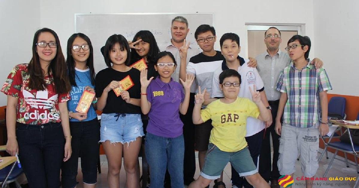 Học viên tại trung tâm tiếng Anh Ili.