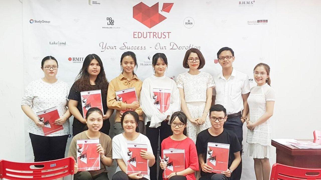 Lớp đào tạo tiếng Anh đi du học tại trung tâm EduTrust