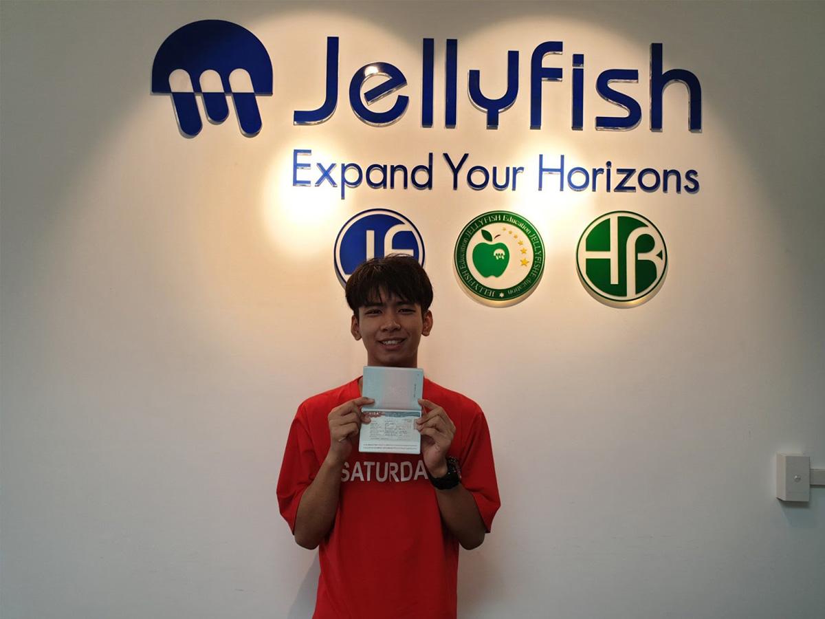 Những gương mặt trẻ trung đã thành công được nhận vào trường và giành được visa Hàn tại Jellyfish